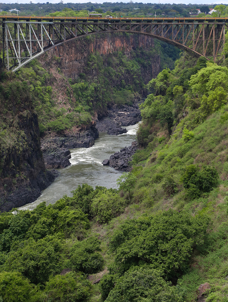 9-The-bridge-between-Zambia-and-Zimbabwe,-just-below-the-falls,-where-a-bungee-jumping-108-meters-installed